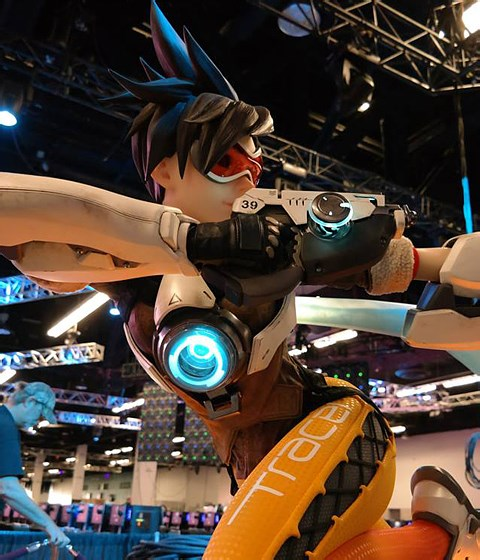 Overwatch on the Road __ Blizzcon 2015 making of Tracer Statue
