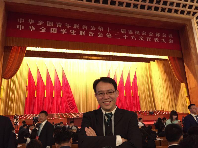 2015年周志颖博士作为全国青联代表,参加中华全国青年联合会第十二届委员会全体会议.png